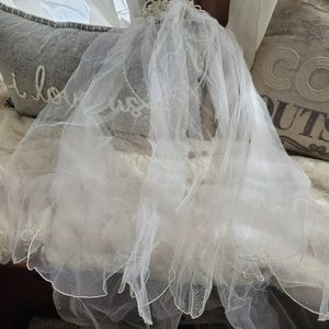 Veil with headband and pearl accents